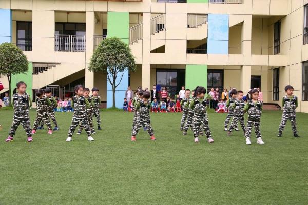 工商幼儿园举行第二届军训汇报表演