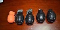 让民警哭笑不得的是,这5枚教练手雷是两个大学生来青旅游时在城阳某地摊购买的,只为了带回学校在伙伴们面前显摆一下…… - News.Sina.com.Cn