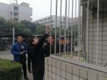 党委副书记赵正文看望保卫后勤一线值班员工 - 西南石油大学