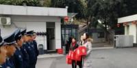 吴先萍主任看望慰问中心春节值班人员 - 疾病预防控制中心